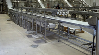 Trim Table with Conveyors